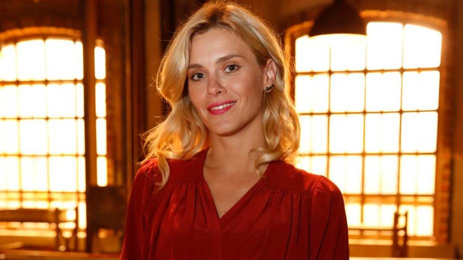 Carolina Dieckmann na coletiva de imprensa da nova novela das seis Joia Rara