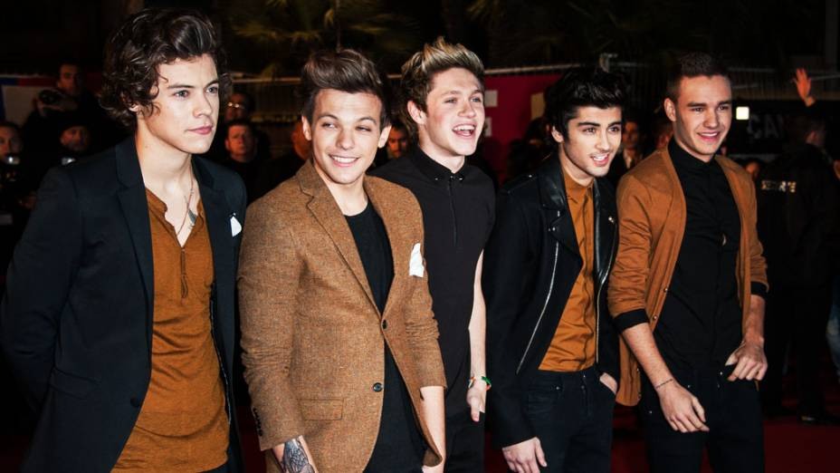 Harry Styles, Louis Tomlinson, Niall Horan, Zayn Malik e Liam Payne, do One Direction, chegam para o NRJ Music Awards 2013, no Palais des Festivals, na França