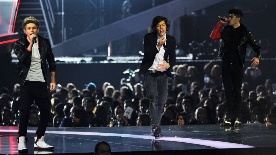 Niall Horan, Harry Styles e Zayn Malik, do One Direction, durante show no Brit Awards 2013, em Londres, Inglaterra