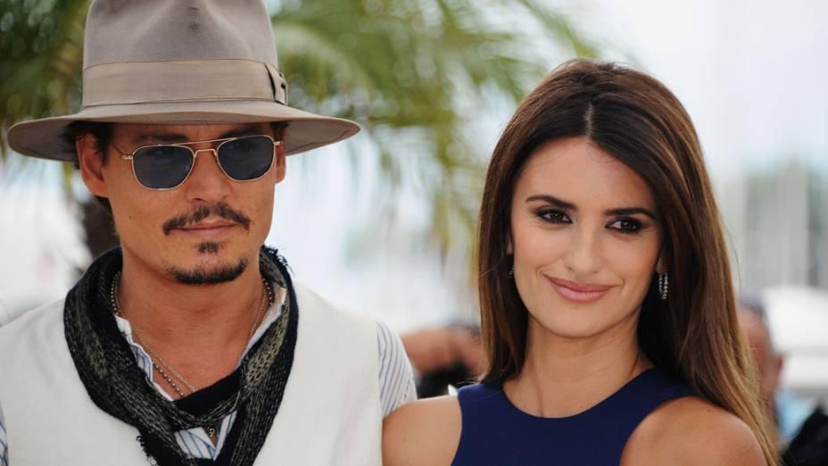 Penélope Cruz e ator Johnny Depp, durante o Festival de Cannes de 2011