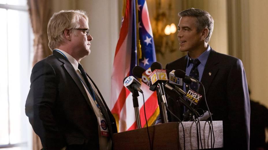 Philip Seymour Hoffman e George Clooney e no filme Tudo Pelo Poder, dirigido pelo próprio Clooney