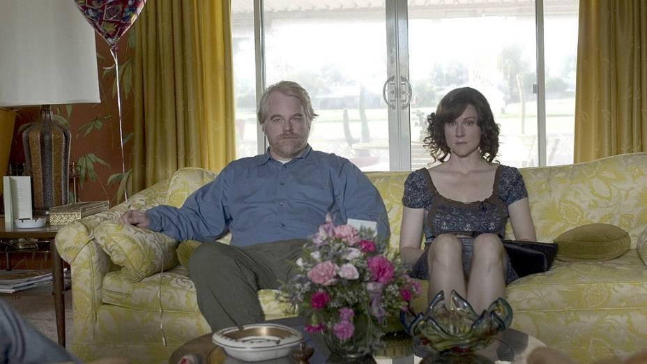 Philip Seymour Hoffman e Laura Linney no filme A Família Savage, de Tamara Jenkins