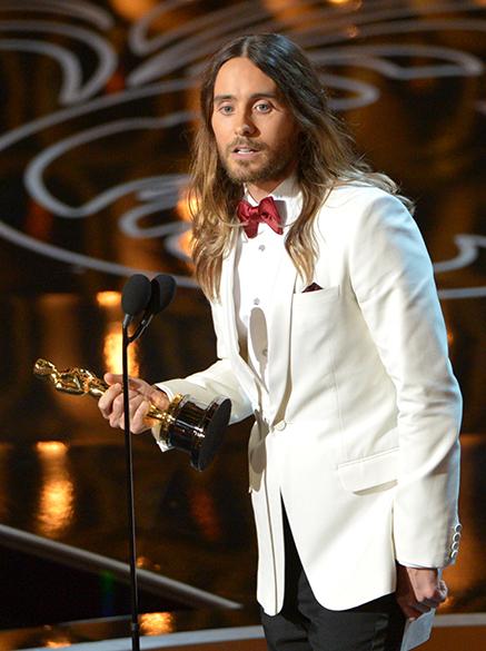 Jared Leto ficou com o Oscar de melhor Ator coadjuvante, por sua atuação no filme Clube de Compras Dallas