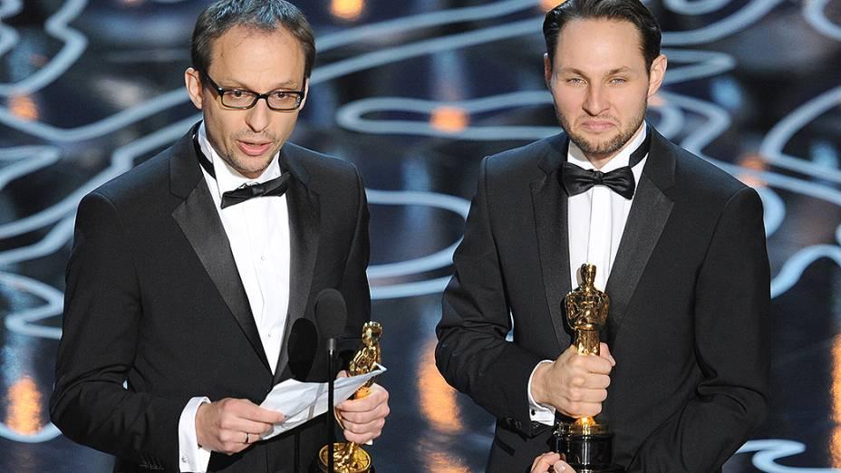 Os cineastas Laurent Witz e Alexandre Espigares com Oscar de melhor Animação curta-metragem por Mr. Hublot