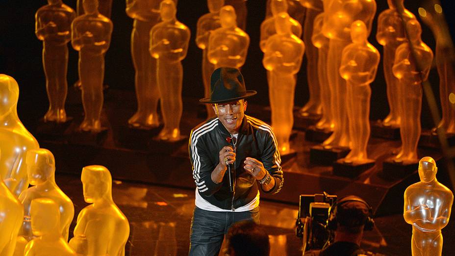 Pharrell Williams apresenta a canção Happy do filme Meu Malvado Favorito 2 durante o Oscar 2014