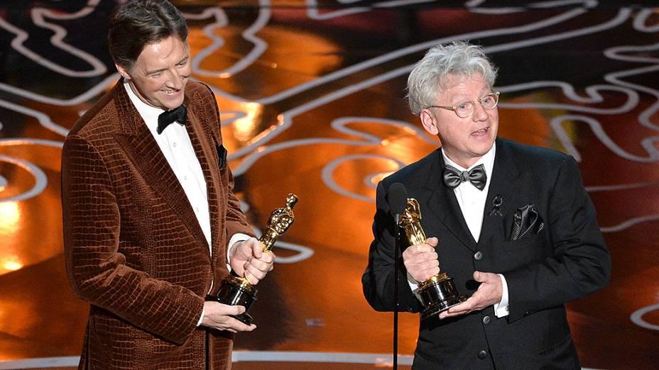 Os cineastas Nicholas Reed e Malcolm Clarke com Oscar de melhor Documentário curta-metragem por The Lady in Number 6: Music Saved My Life