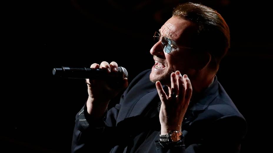 U2 canta pela primeira vez ao vivo a música Ordinary Love, trilha do filme Mandela: Long Walk to Freedom, que foi indicada na categoria de canção original