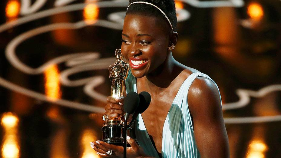 Lupita Nyongo ficou com o Oscar de melhor atriz coadjuvante, por sua atuação no filme 12 Anos de Escravidão