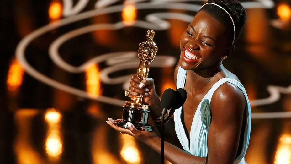Lupita Nyongo ficou com o Oscar de melhor atriz coadjuvante por sua atuação no filme 12 Anos de Escravidão