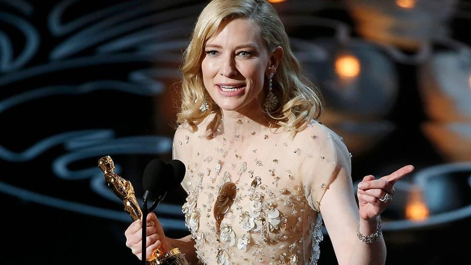 Cate Blanchett leva a estatueta de melhor atriz, pela atuação em Blue Jasmine