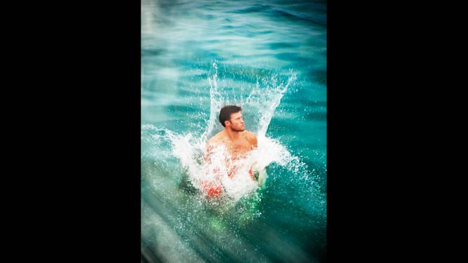 O ator Scott Eastwood participa de ensaio fotográfico para a revista americana Town & Country