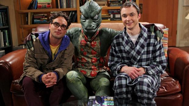 Leonard (Johnny Galecki) e Sheldon (Jim Parsons) em cena da série The Big Bang Theory