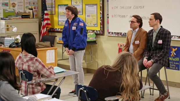 Howard (Simon Helberg), Leonard (Johnny Galecki) e Sheldon (Jim Parsons) em cena da série The Big Bang Theory