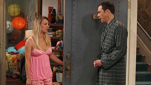 Penny (Kaley Cuoco) e Sheldon (Jim Parsons) em cena da série The Big Bang Theory