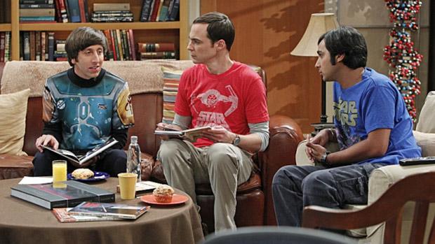 Howard (Simon Helberg), Sheldon (Jim Parsons) e Raj (Kunal Nayyar) em cena da série Big Bang Theory