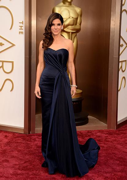 Sandra Bullock no tapete vermelho do Oscar 2014
