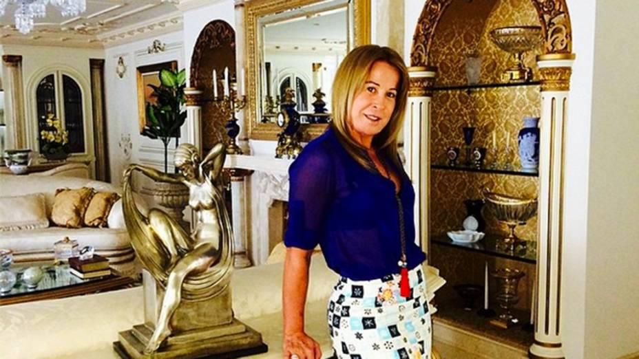 Zilú Camargo posta foto em sua casa