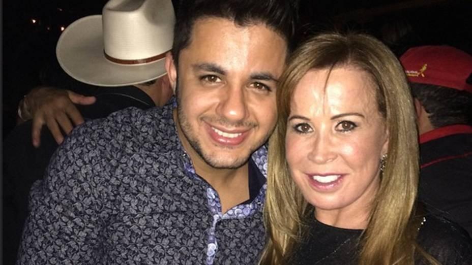Zilú Camargo posta foto ao lado do cantor Cris Araújo
