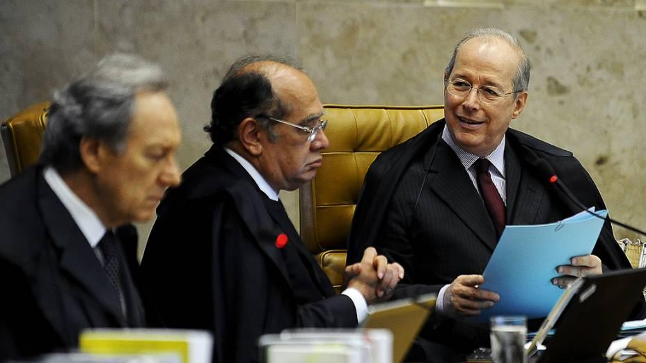 Ministro Celso de Mello durante o julgamento do mensalão, em 10/10/2012