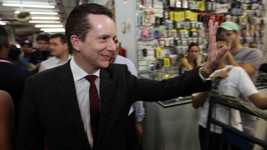 O candidato à Prefeitura de São Paulo pelo PRB, Celso Russomanno, durante caminhada pela região da Rua 25 de Março
