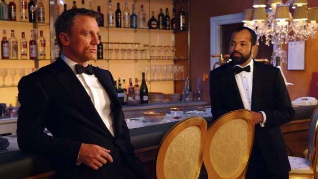 Cena de 007 - Casino Royale (2006), a estreia de Daniel Craig como James Bond