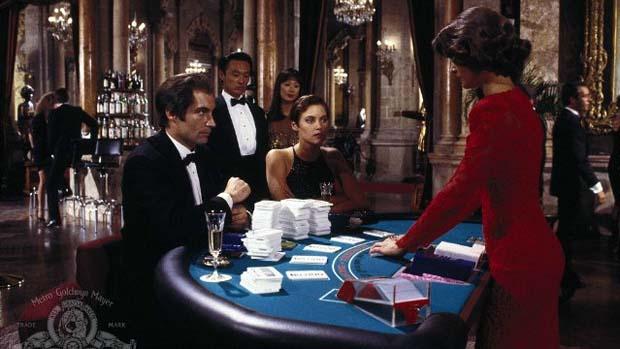 Cena do filme 007 - Permissão para Matar (1989), que já é a despedida de Timothy Dalton, o James Bond menos sedutor da franquia.