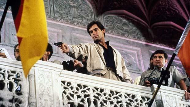 Cena do filme 007 Marcado para a Morte (1987), a estreia de Timothy Dalton como o agente mais famoso do cinema