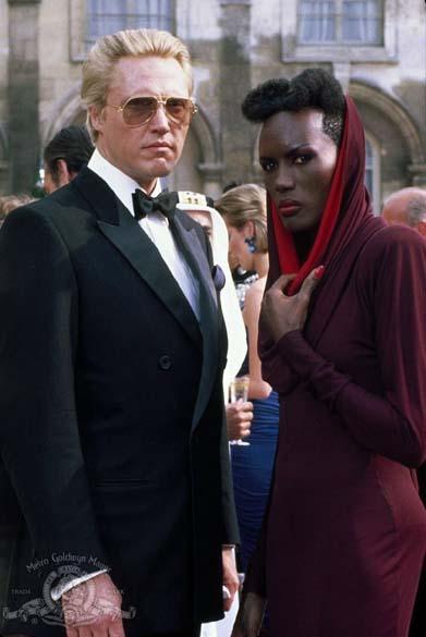 Cena de 007 - Na Mira dos Assassinos (1985), último longa da série com Roger Moore