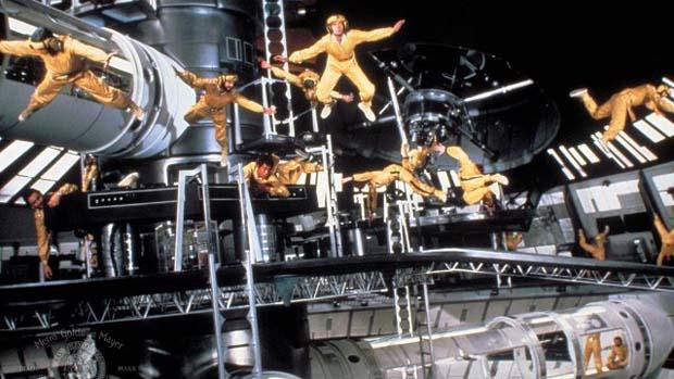 Cena do filme 007 contra o Foguete da Morte (1979), outro estrelado pelo canastrão Moore
