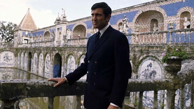 Cena do filme 007 a Serviço Secreto de Sua Majestade (1969), única participação do modelo George Lazenby na franquia de James Bond