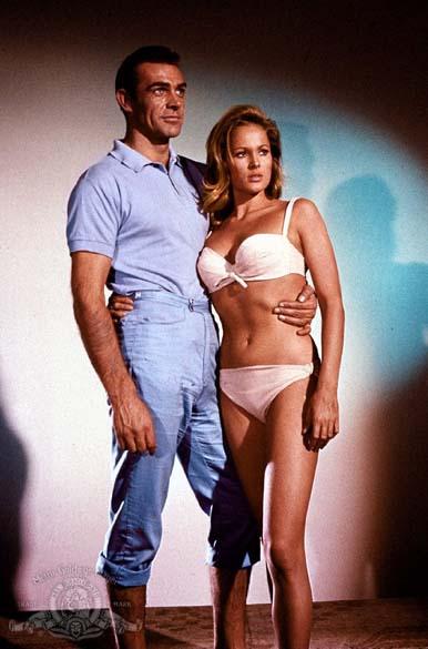 Cena do filme Dr. No (1962). O agente 007 projetaria Sean Connery ao estrelato
