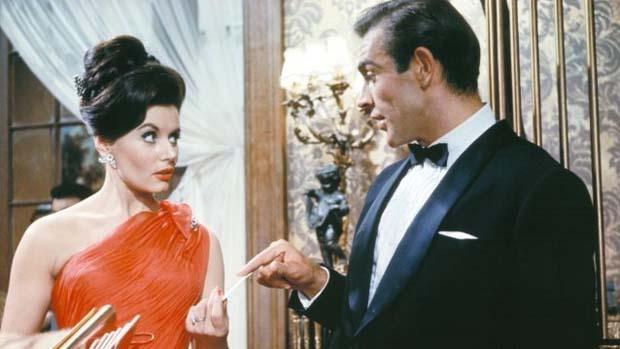 Cena do filme Dr. No (1962), com Sean Connery como James Bond, papel que ele faria seis vezes