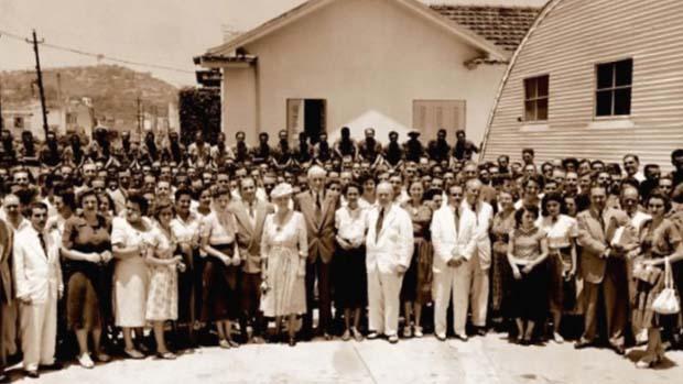 1917 - A IBM inaugura no Brasil sua primeira filial fora dos Estados Unidos. O primeiro grande contrato é com o governo brasileiro para organizar o censo demográfico