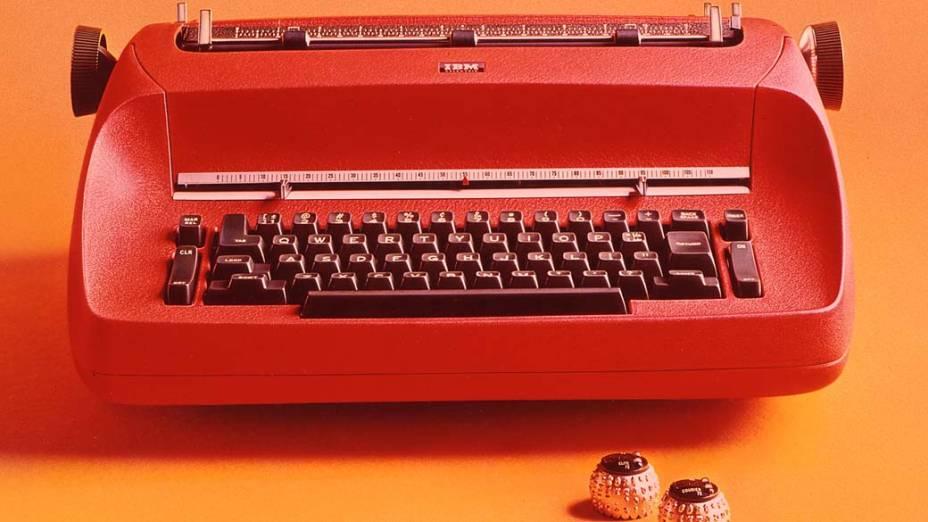 1961 - Criação da Máquina de escrever, que encantou datilógrafos por 25 anos