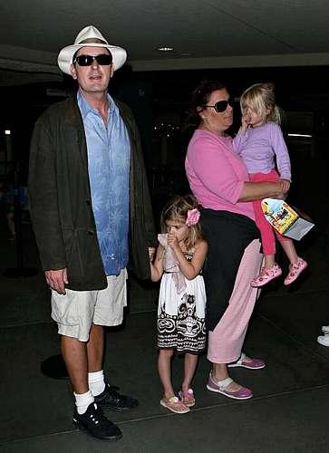 Com as filhas Lola e Rose, do casamento com Denise Richards.