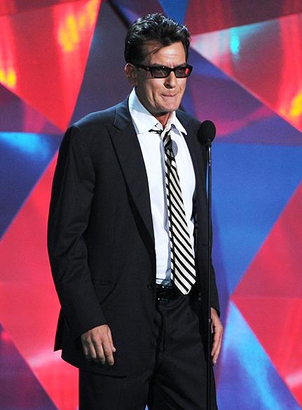 Charlie Sheen durante o MTV Movie Awards 2012