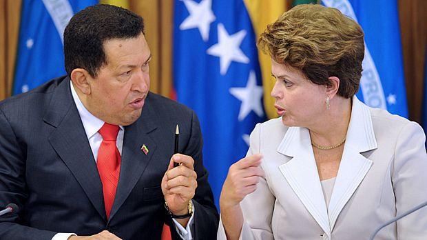 Hugo Chávez e Dilma Rousseff em encontro no Palácio do Planalto