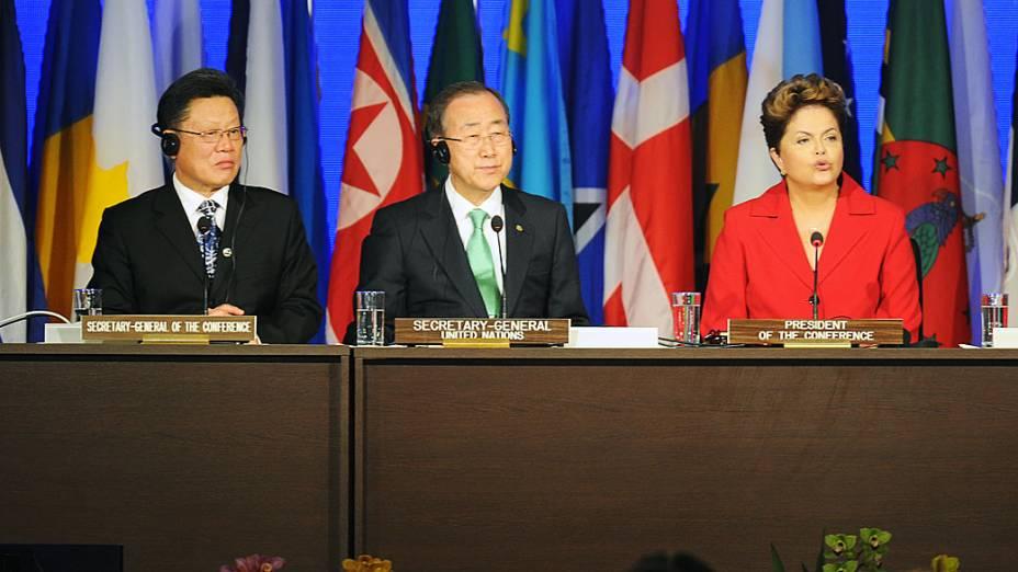 Presidente Dilma Rousseff faz discurso de boas-vindas junto ao Secretário Geral da ONU Ban Ki-Moon e do Secretário-Geral da Rio +20 Sha Zukang, durante a Conferência das Nações Unidas sobre Desenvolvimento Sustentável na abertura da cúpula dos chefes de estado