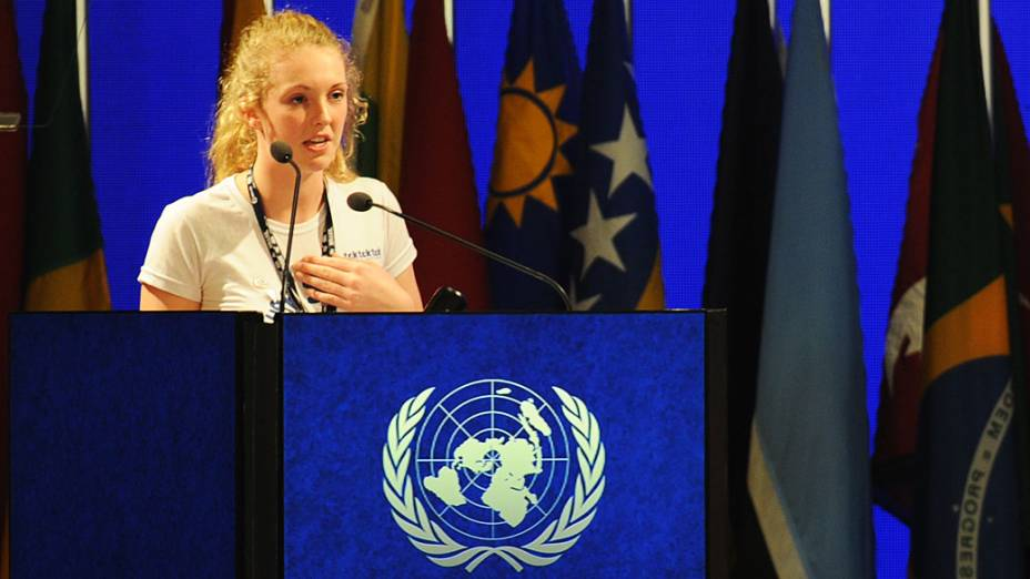 Ativista neo-zelandesa Brittany Trilford de 17 anos, faz discurso durante a Rio+20