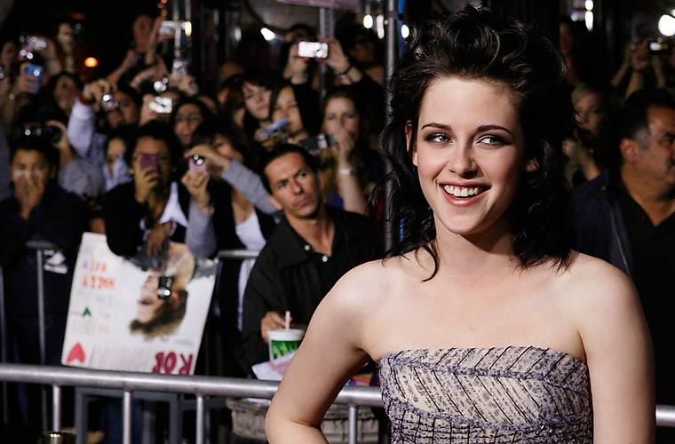Kristen Stewart, que vive a adolescente Bella, na mesma premiere.