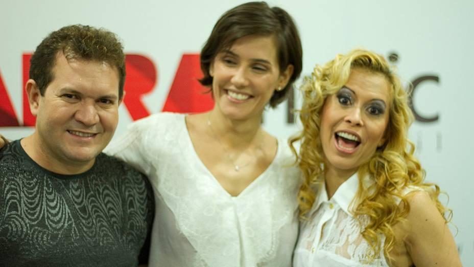Chimbinha, Deborah Secco e Joelma, na assinatura do contrato para o longa Isso É Calypso - O Filme, com direção de Caco Souza