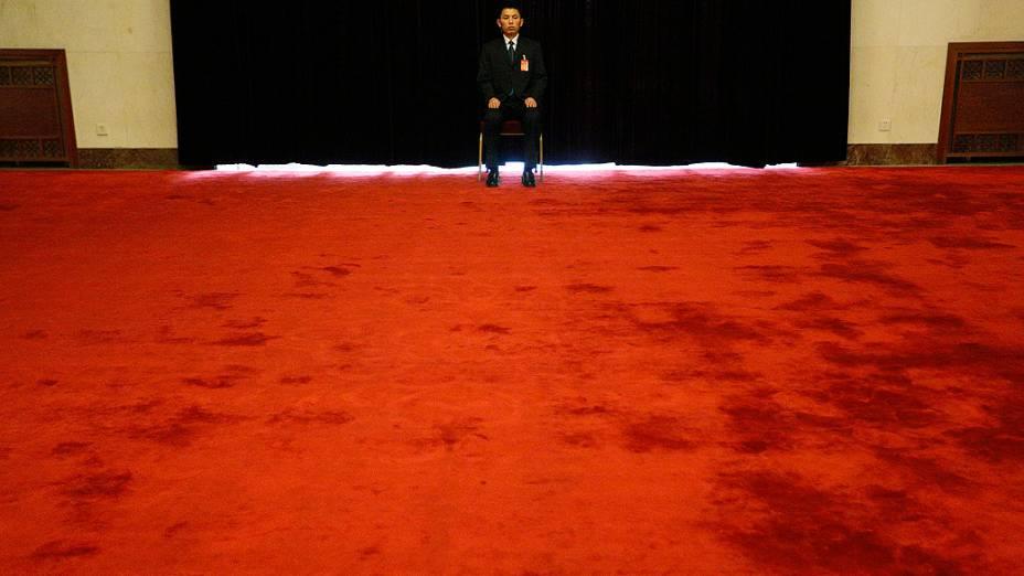 Segurança aguarda o discurso do presidente da China, Hu Jintao, na abertura do 18º Congresso Nacional do Partido Comunista