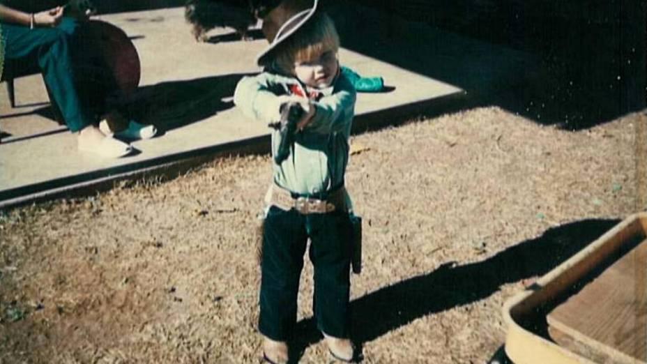 Chris Kyle, na infância no Texas, já com arma em mãos