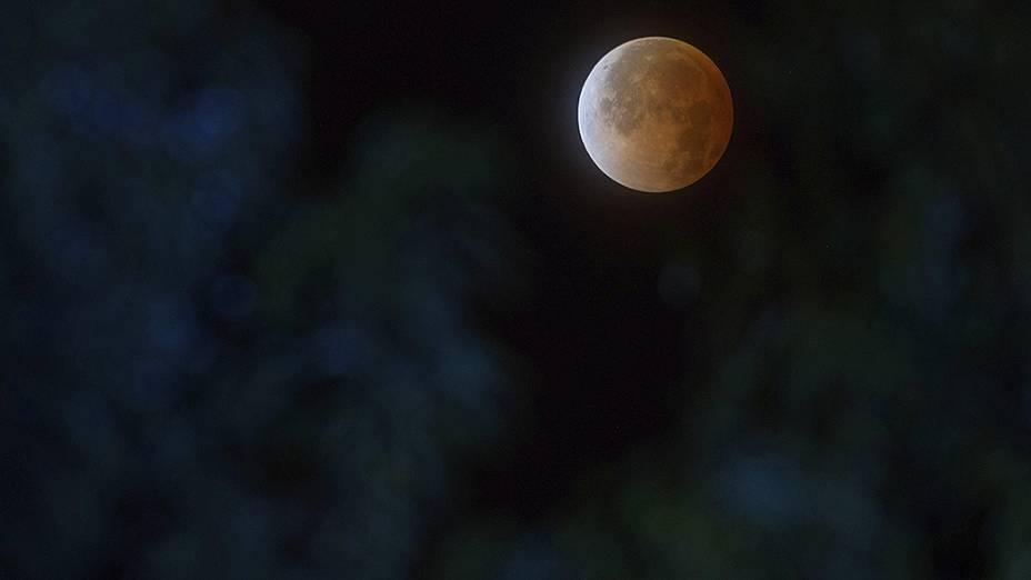 <p>Eclipse lunar fotografado em Quito, no Equador</p>