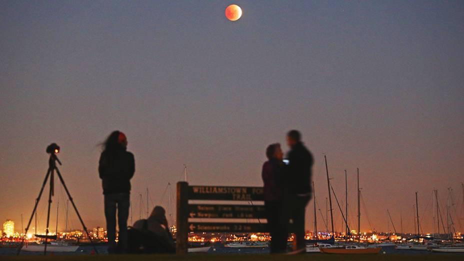 <p>A lua de sangue vista em Melbourne, na Austrália</p>