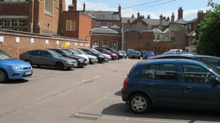 <p>O esqueleto foi encontrado no estacionamento do Conselho Municipal de Leicester </p>