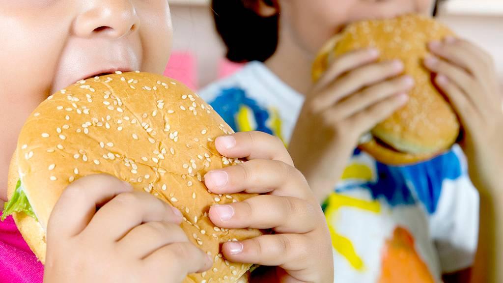 Cinco maneiras de combater a obesidade infantil | VEJA