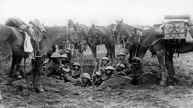 Soldados aguardando ordens durante a I Guerra Mundial