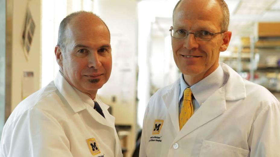 Na foto, Scott Hollister e Glenn Green, os médicos responsáveis pela cirurgia feita em Kaiba