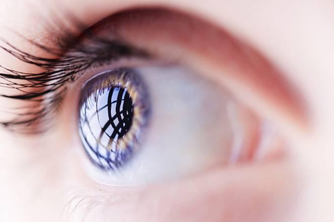 ciencia-medicina-mulher-olho-azul-20140707-001-original.jpeg